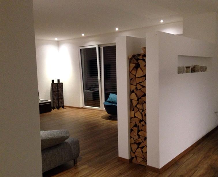 Holzlege im Ofen integriert, ein praktisches Stil-Element